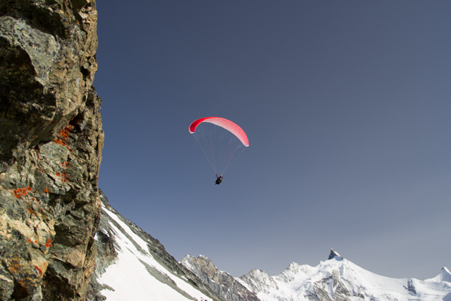 Paragliding near Tracuit