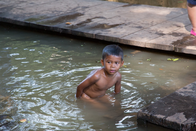 Kid bathing